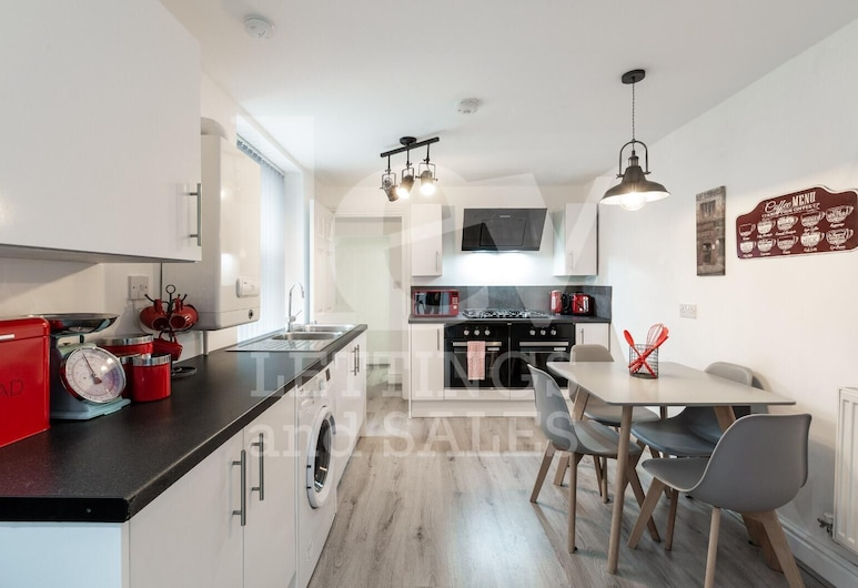 Lush Apartments 5 Bedroom House - WBR, Liverpool