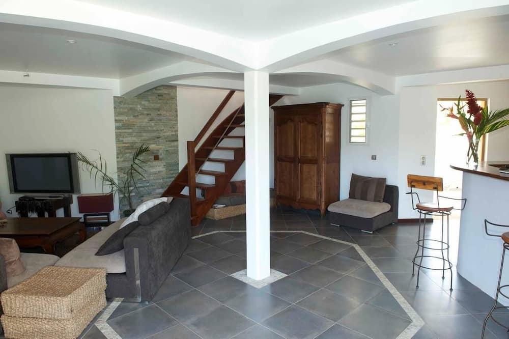 Comfort House, 4 Bedrooms, 2 Bathrooms, Garden View - Living Area