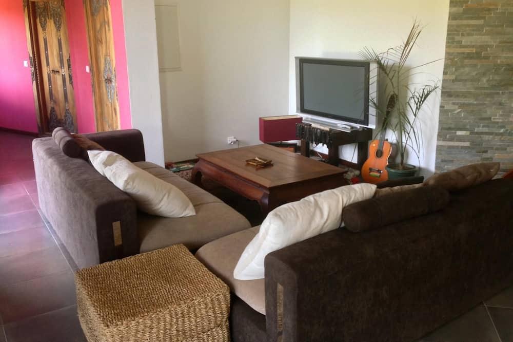 Comfort House, 4 Bedrooms, 2 Bathrooms, Garden View - Living Room