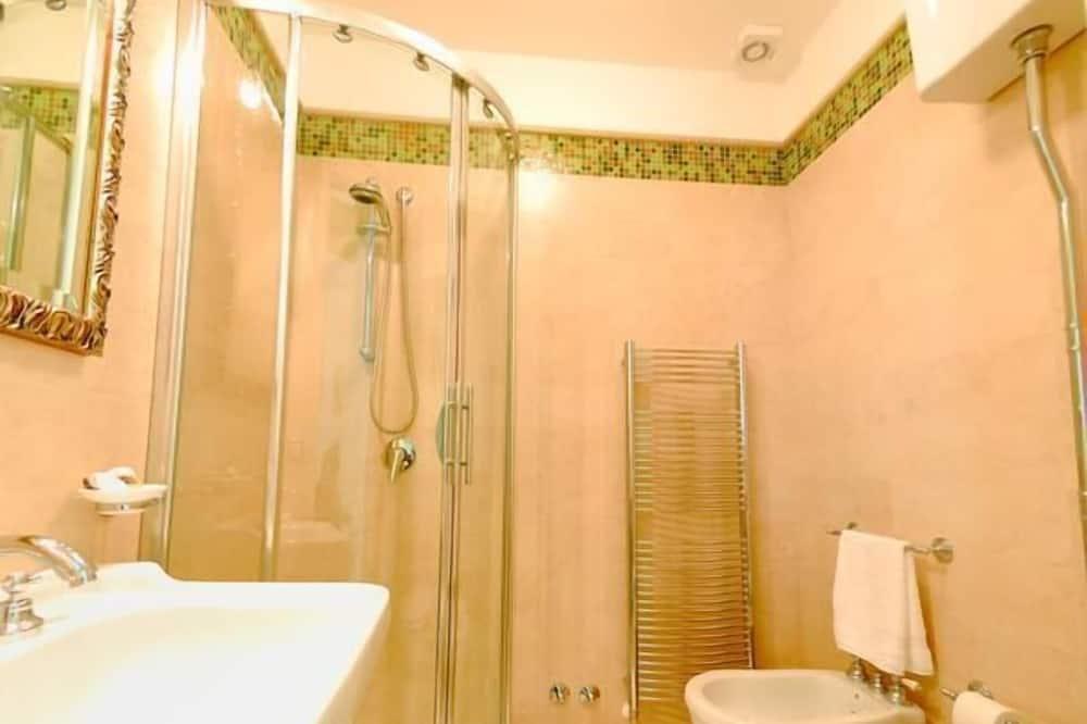 三人房, 陽台 (Verde) - 浴室