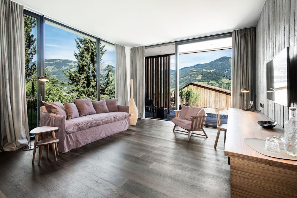 Deluxe Suite, Terrace, Partial Lake View - Living Area