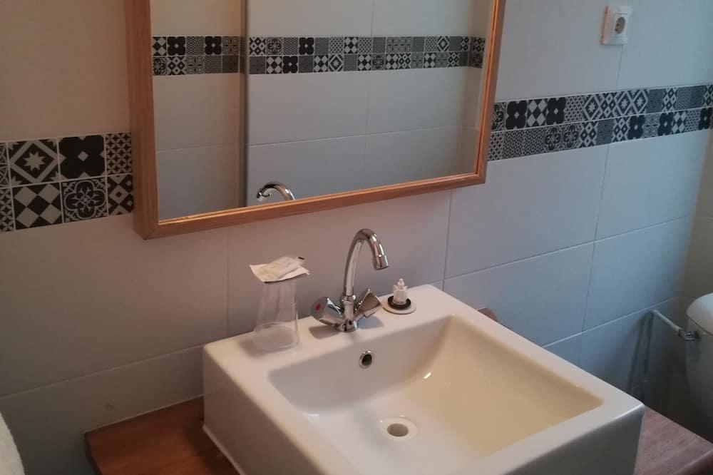 Habitación clásica - Lavamanos en el baño