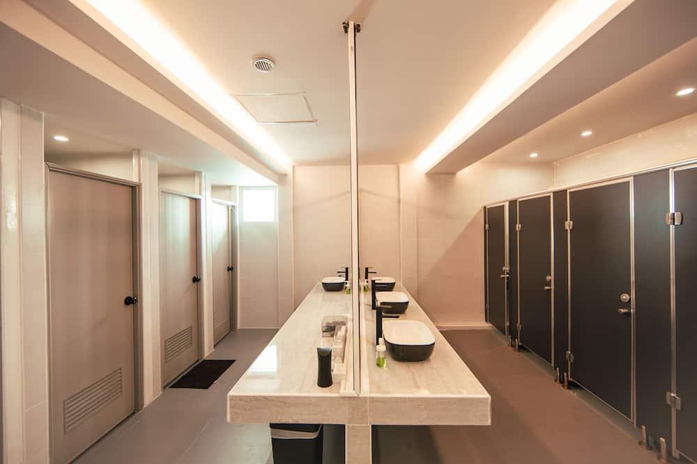Deluxe Shared Dormitory, Mixed Dorm - Bathroom