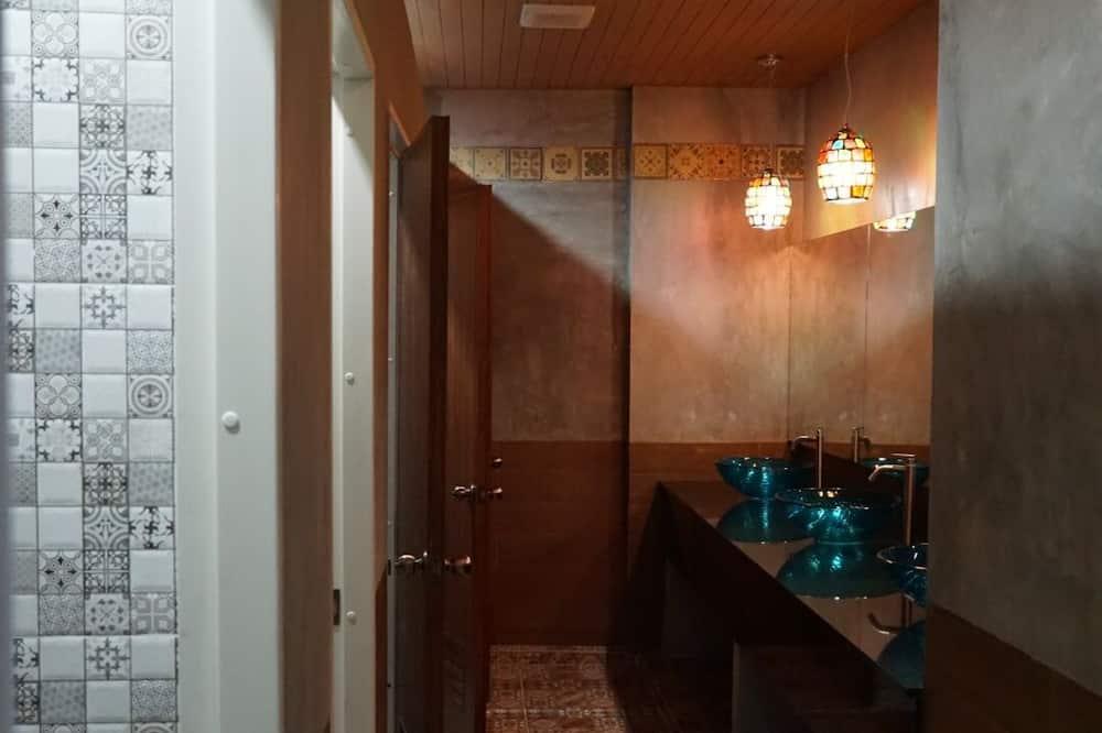 Standard Double Room with Shared bathroom - Bathroom Sink