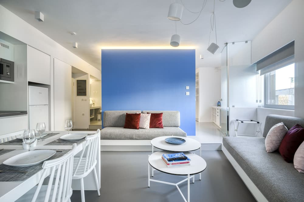 Apartment, 2 Bedrooms (Blue) - Living Room