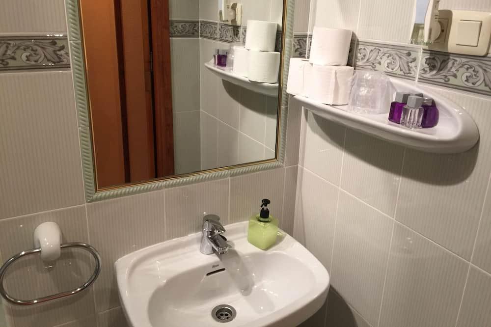 Basic Double Room - Bilik mandi