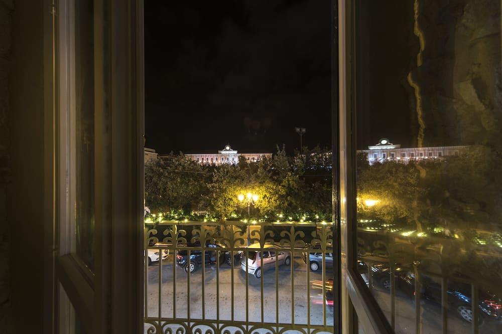Pagerinto tipo numeris, balkonas, vaizdas į parką - Vaizdas iš balkono