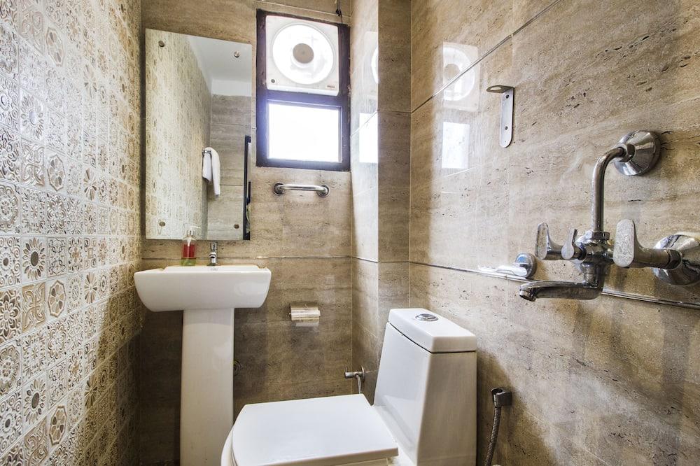 Basic Room - Bathroom