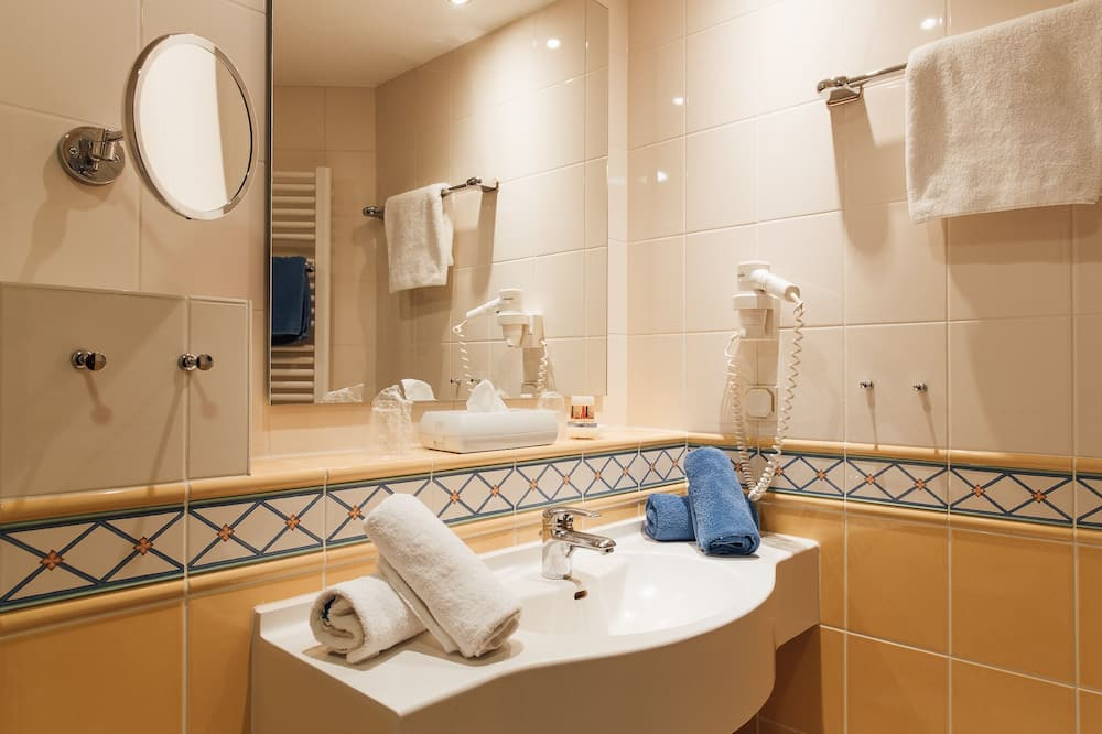 Chambre Simple Standard - Lavabo de la salle de bain