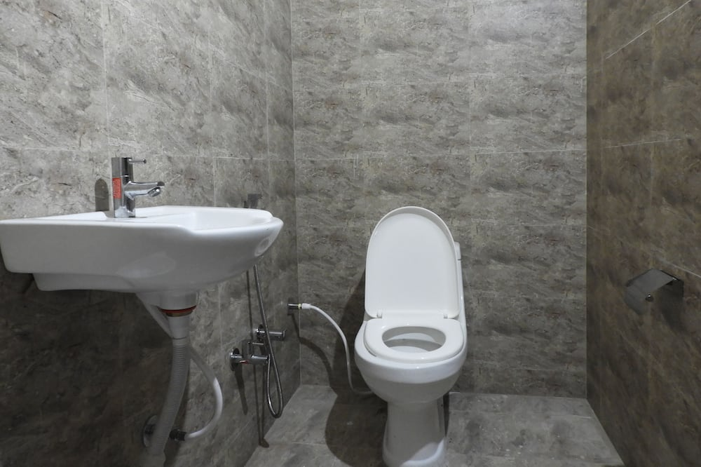 Deluxe Triple Room - Bathroom