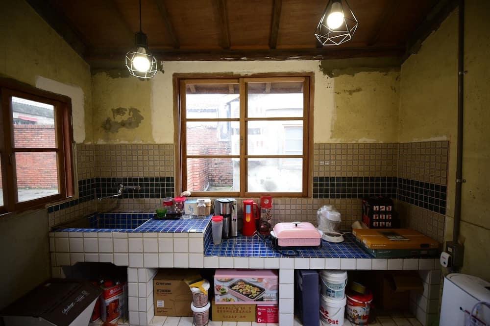 Shared Dormitory, Mixed Dorm, Shared Bathroom - Shared kitchen facilities