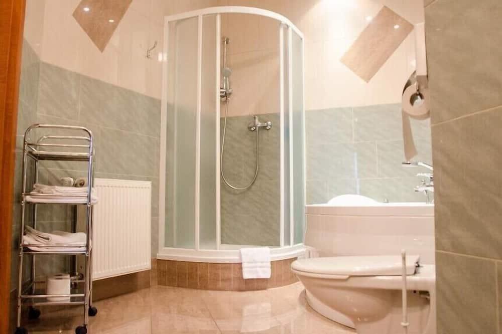 Studio Suite - Bathroom Shower
