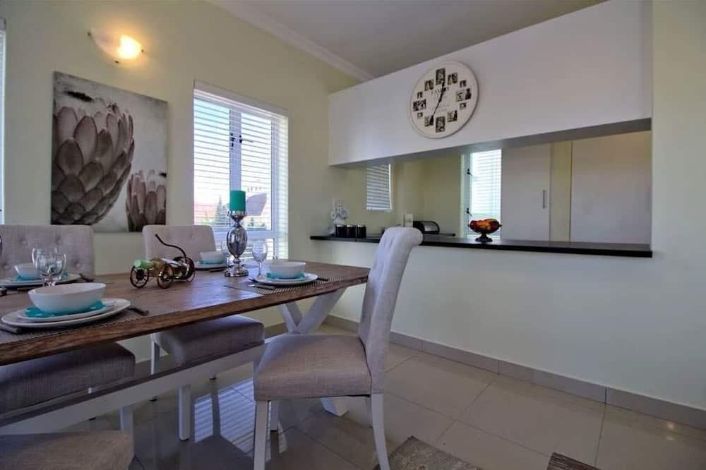 Comfort Villa, 2 Bedrooms - Living Area