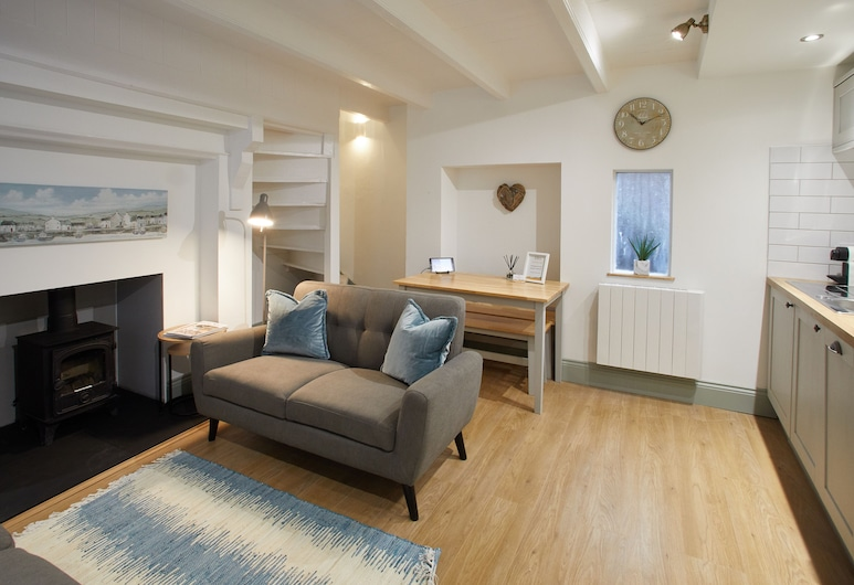 Threadneedle Cottage, Whitby, Two-Bedroom House, Living Area
