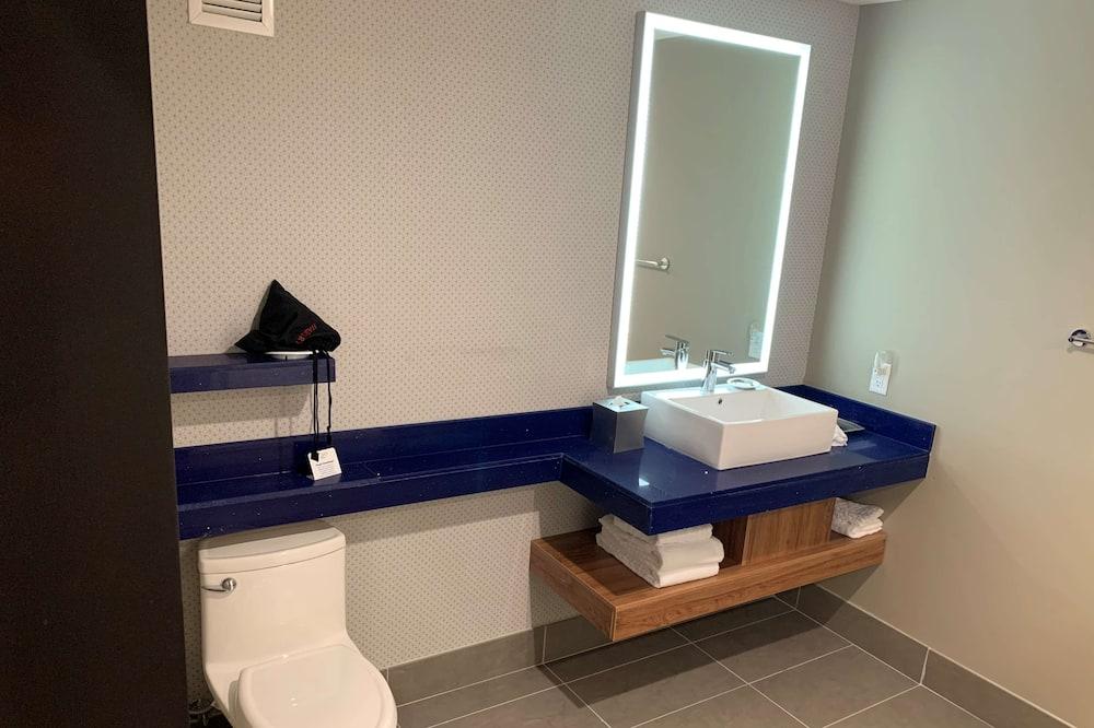 스탠다드룸, 퀸사이즈침대 2개, 금연 (Shower Only) - 욕실