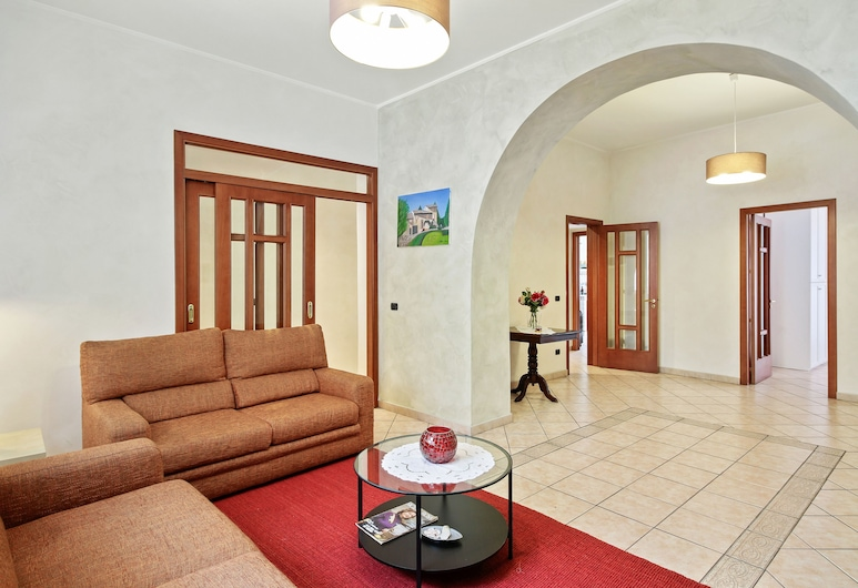 Central Balcony Apartment, Catania, Apartment, 2 Bedrooms, Living Room