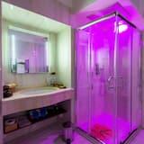 Family Suite, Balcony - Bathroom