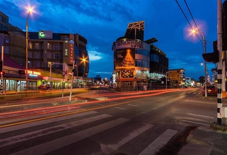 Spanhoek Hotel & Apartments, Paramaribo, Hotel Front – Evening/Night