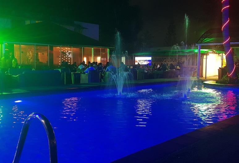 竹子酒廊和旅館, 拉各斯, 飯店入口 - 夜景