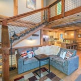 House, 2 Queen Beds (FOX FARM RETREAT) - Living Room