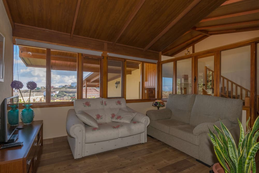 Rekreační domek, 3 ložnice, terasa - Obývací pokoj