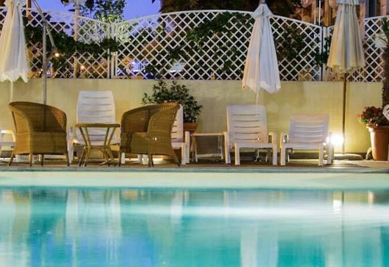 Hotel Nord Est, Rimini, Välibassein