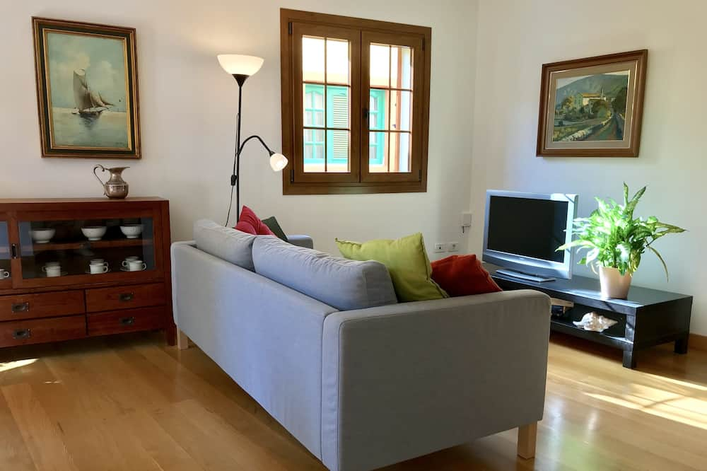 Apartment, 2 Bedrooms - Living Room