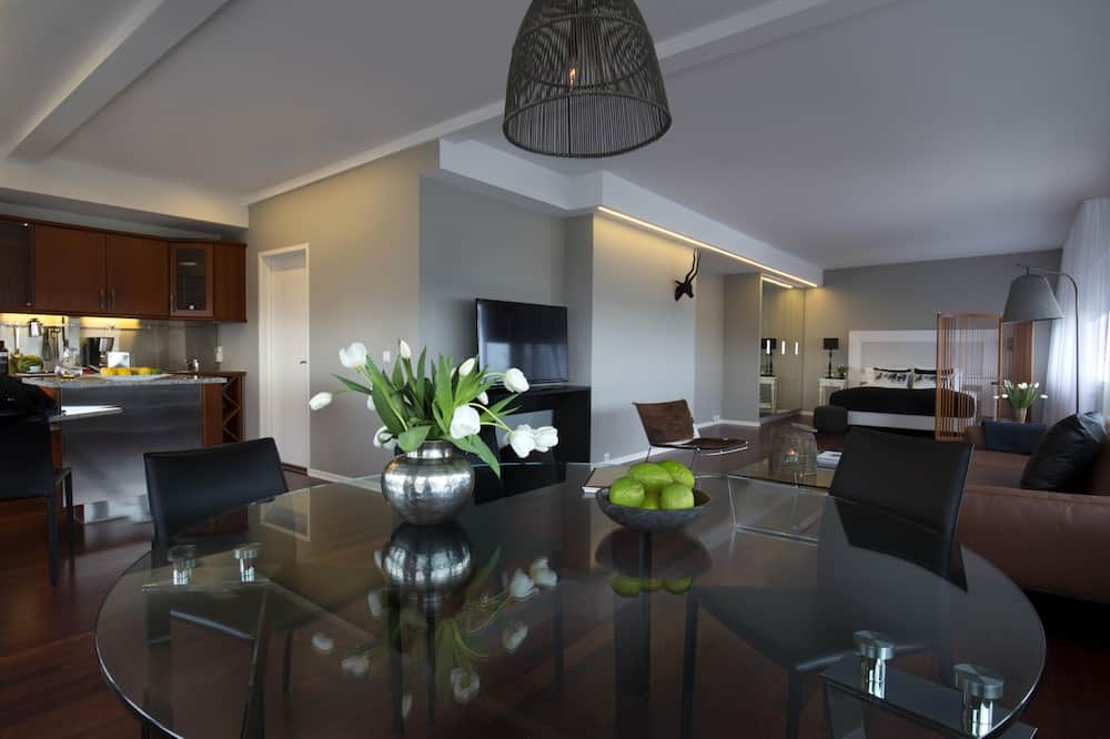 King Suite with Balcony and Mountain View - บริการอาหารในห้องพัก