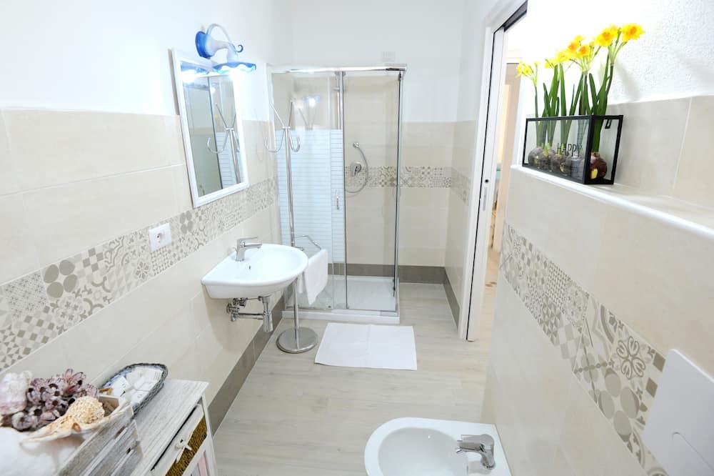 Phòng đôi hoặc 2 giường đơn tiện nghi đơn giản (2) - Phòng tắm