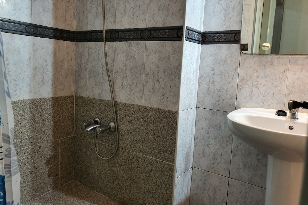 Twin Room, Shared Bathroom - Bathroom