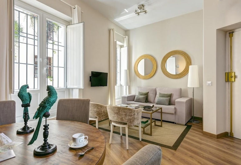 Beautiful & Recently Renovated 2 BD Apartment in Prime Location. Conde de Ibarra III, Seville