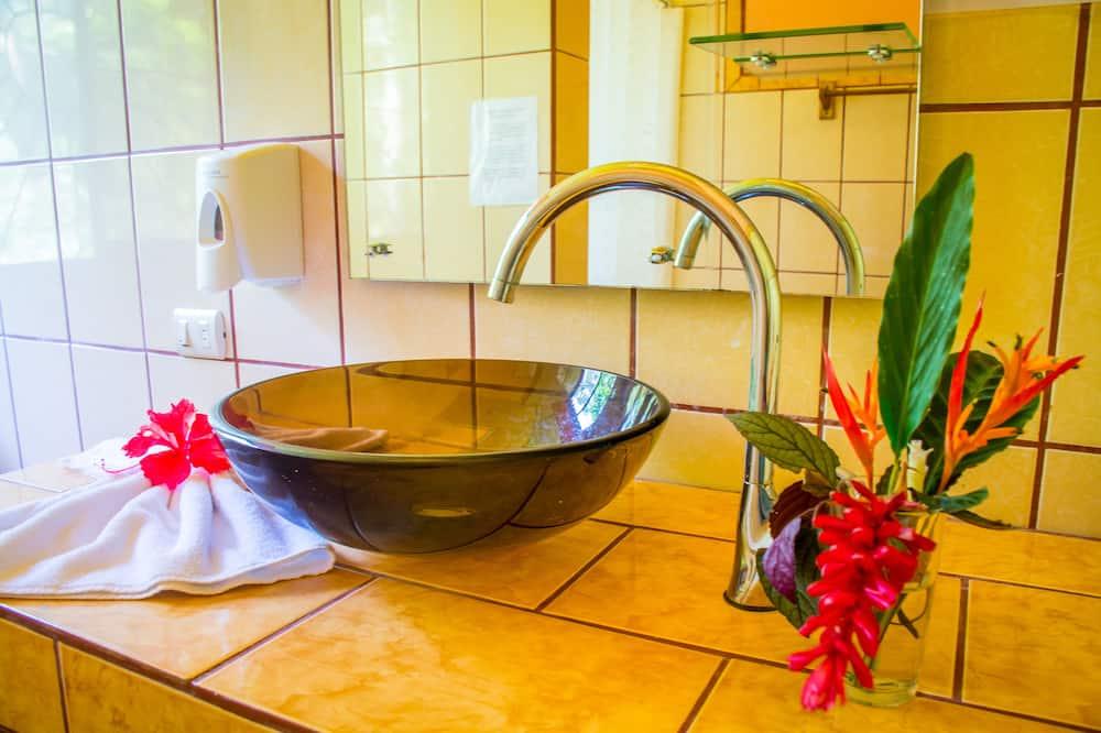 Standard Room, 2 Queen Beds - Bathroom Sink