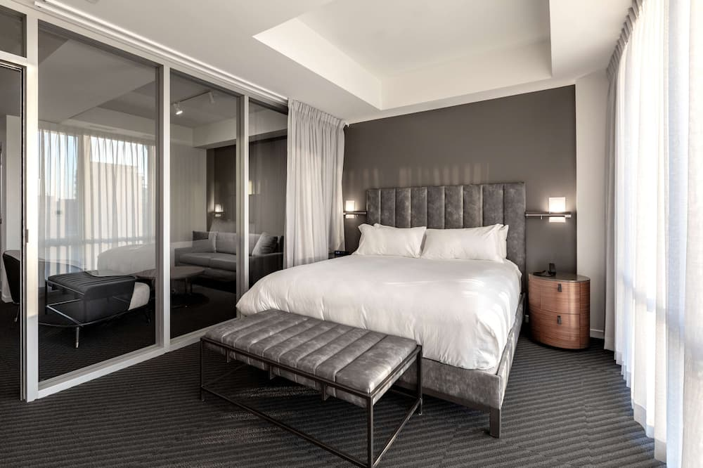 Suite, 1 King Bed (2 Rooms) - Living Area