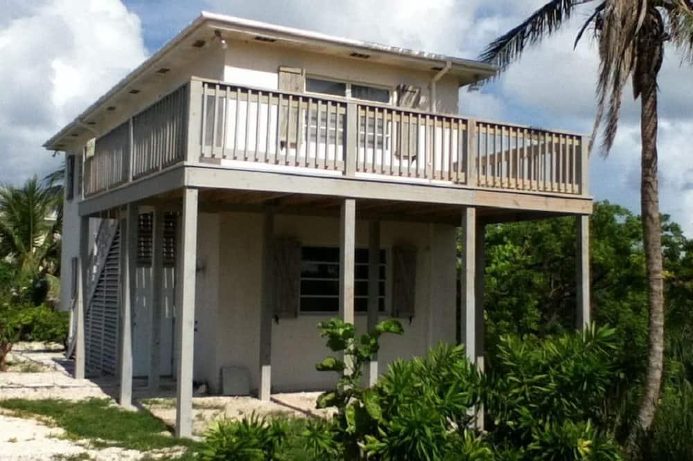 House, 6 Bedrooms - Imej Utama