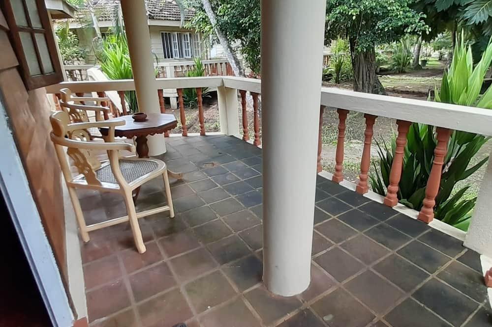 Domek wypoczynkowy o podstawowym wyposażeniu - Balkon