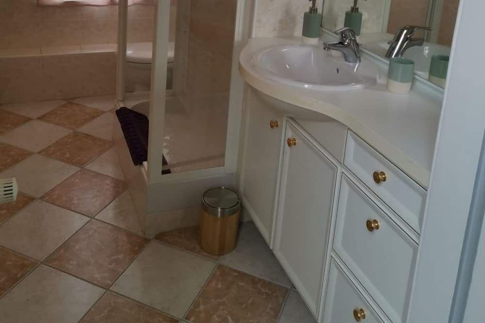 Double Room (Romance) - Bathroom