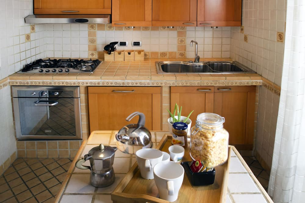 Basic Double Room - Shared kitchen