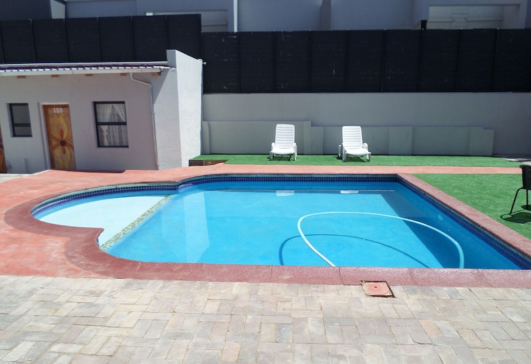 DJ Guest Lodge, Johanesburgas, Lauko baseinas