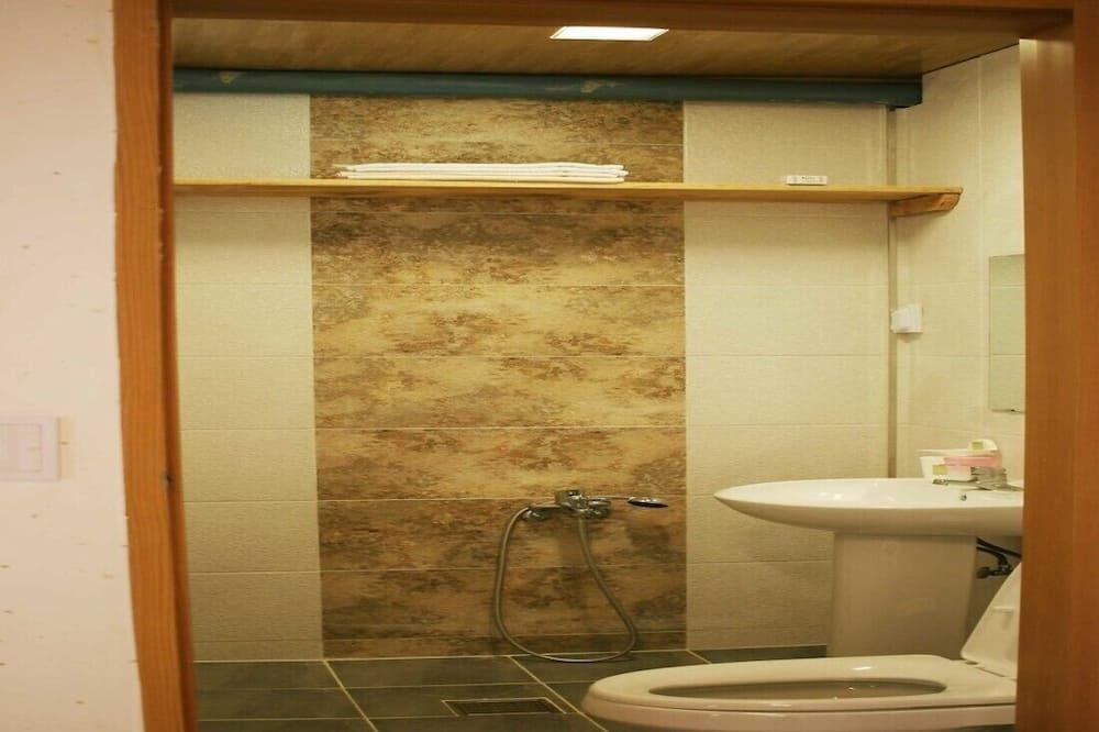 Traditional Studio (Gukhwa 1) - Bathroom