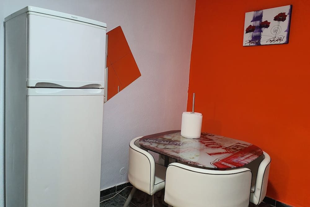 Double Room, Shared Bathroom - Living Area