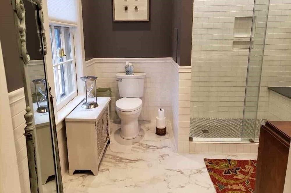 Shippen - Bathroom