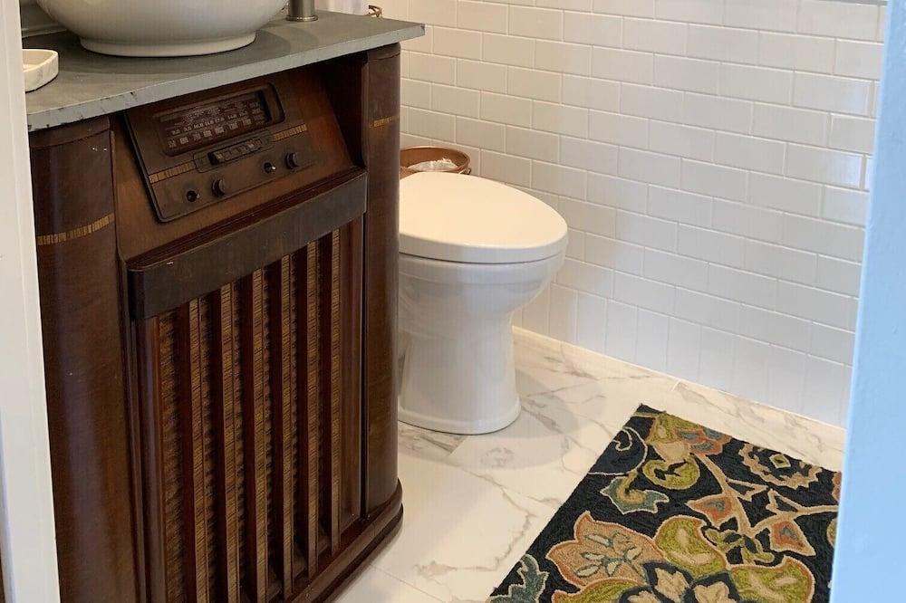 Grove - Bathroom