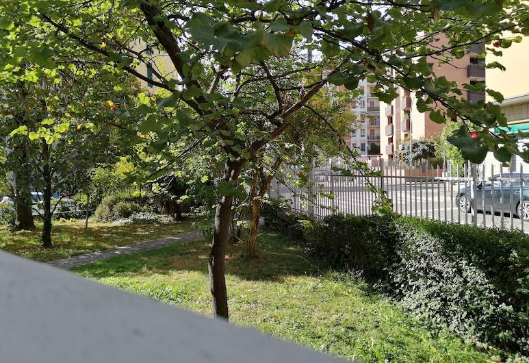 R&B San Rafèl, Bologna, Comfort četverokrevetna soba, pogled na vrt, Pogled iz sobe za goste