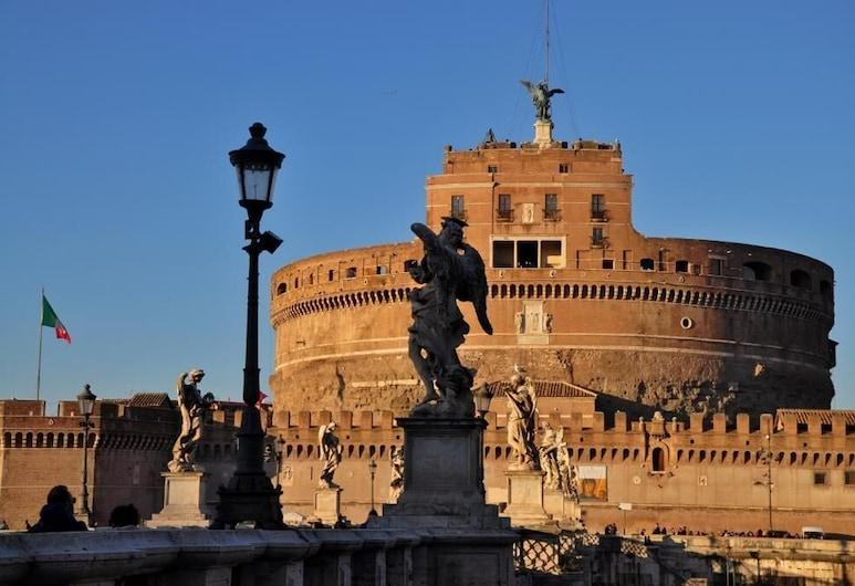 一夜馬薩尼民宿, 羅馬