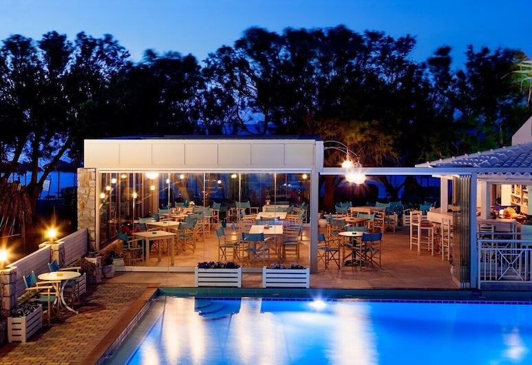 Alkionides Seaside Apartments, Platanias, Front of property - evening