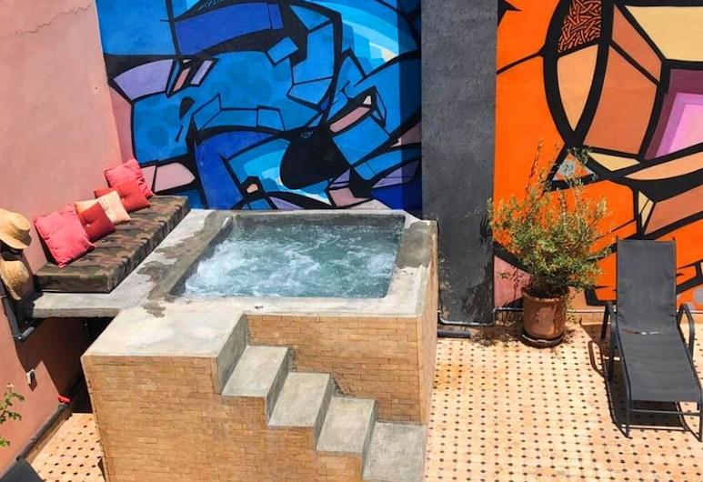 Riad Lamzia, Marrakech, Outdoor Spa Tub