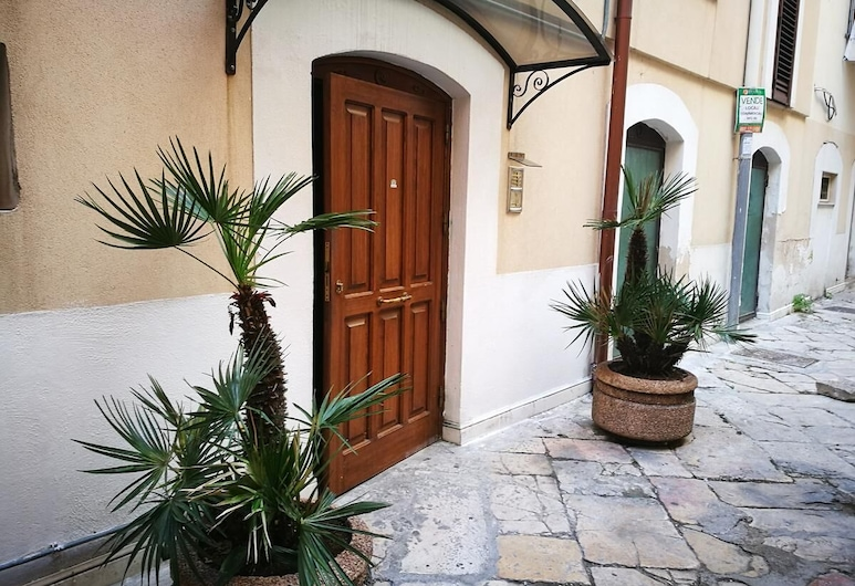 La Corte del Borgo Antico, Bari, Property entrance