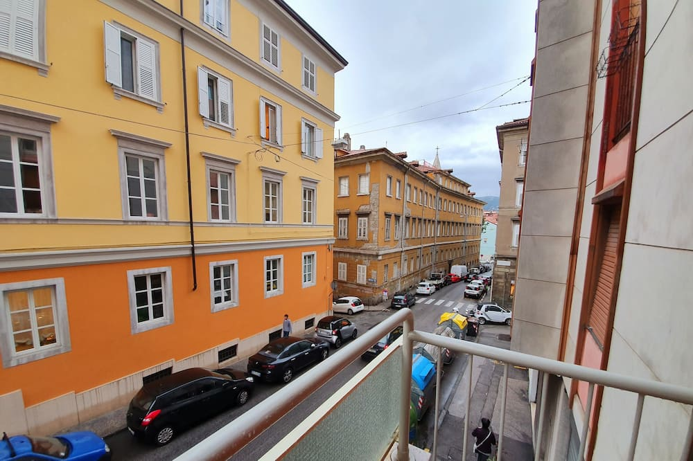 Romantiskt dubbelrum - delat badrum - utsikt mot staden - Utsikt mot gatan