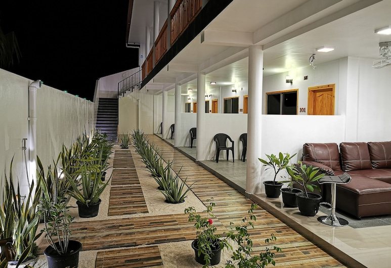 Thila Farm View Guest House, Thoddoo, Interior Entrance
