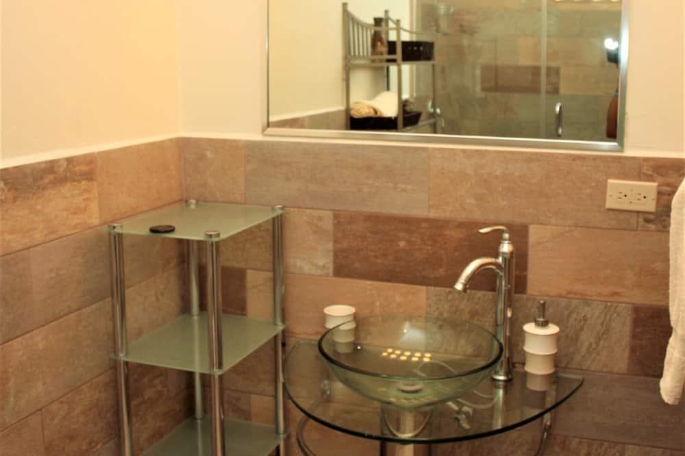 Deluxe Townhome - Bathroom Sink